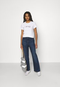 Levi's® - THE PERFECT TEE - Print T-shirt -  white - 1
