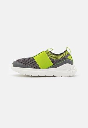 FLASH - Zapatillas - grau/grün