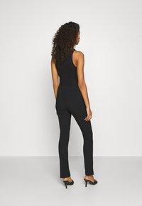 Weekday - ALECIA TROUSER - Pantalones - black - 2