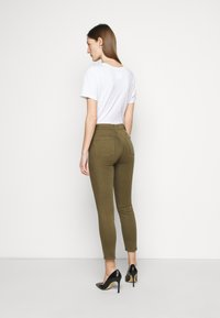 7 for all mankind - ROXANNE ANKLE COLORED BAIR AGAVE - Jeans Skinny Fit - green - 2