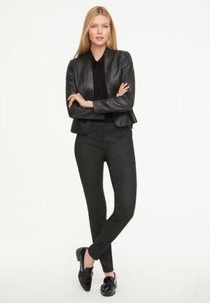 MIT KONTRAST - REGULAR FIT - Button-down blouse - black