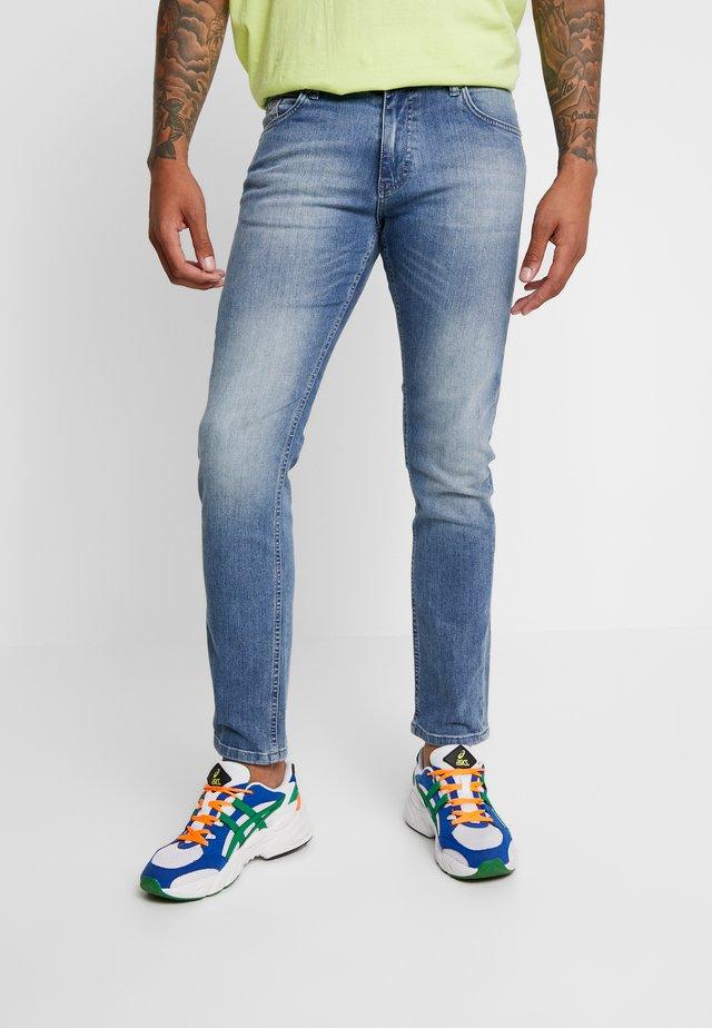 JEFF - Jeans slim fit - light blue denim