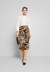 Diane von Furstenberg - KARA - Pencil skirt - abstract wing black - 1
