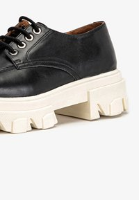 Inuovo - Chaussures à lacets - black/white blk/wht - 6