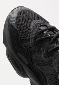 adidas Originals - OZWEEGO - Trainers - core black/trace grey metallic - 2