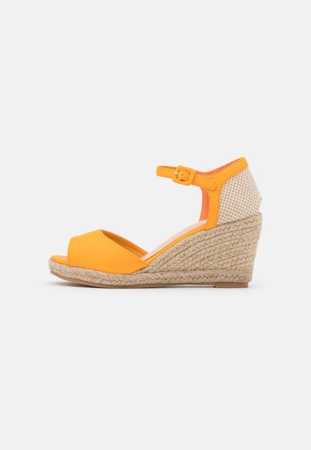 Sandales compensées - soft ocra