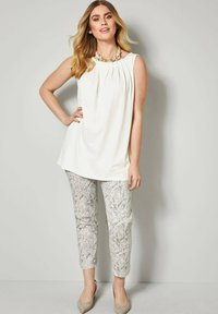 Sara Lindholm by HAPPYsize - Trousers - white - 1