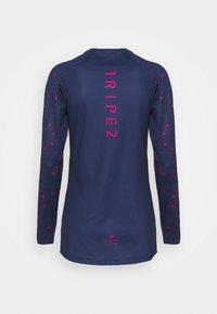 Triple2 - WOMEN - Maglietta a manica lunga - peacoat - 1