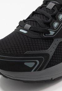 Skechers Performance - GO RUN CONSISTENT - Obuwie do biegania treningowe - black/grey - 5