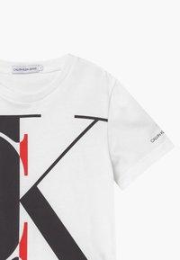 Calvin Klein Jeans - EXPLODED MONOGRAM - Print T-shirt - white - 2