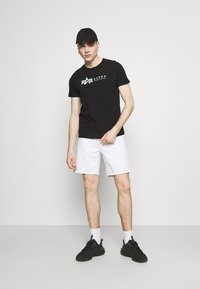 Carhartt WIP - NEWEL PARKLAND - Shorts di jeans - white worn washed - 1