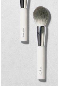 Ere Perez - ECO VEGAN BLUSH & BRONZE BRUSH - Powder brush - - - 2