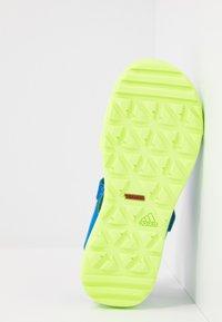 adidas Performance - TERREX CAPTAIN TOEY UNISEX - Chodecké sandály - glow blue/signal green - 5