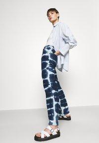 BDG Urban Outfitters - JUNO - Jeans straight leg - indigo - 3