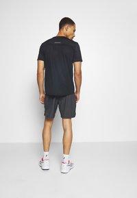 ASICS - 2-IN-1 SHORT - Pantalón corto de deporte - dark grey - 2