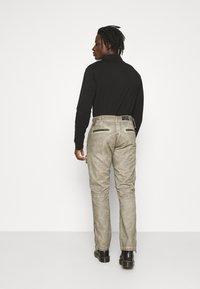 Alpha Industries - FLIGHT PANTS - Trousers - dark olive - 2