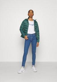 ONLY - ONLSANDIE QUILTED HOOD JACKET - Light jacket - ponderosa pine - 1