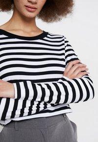 Selected Femme - SLFSTANDARD SEASONAL - Long sleeved top - black/bright white - 5