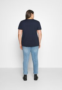 Tommy Jeans Curve - TIMELESS FLAG TEE - T-shirt z nadrukiem - twilight navy - 2