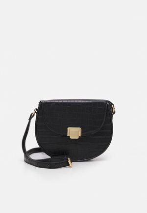 ERIC CROC SADDLE BAG - Across body bag - black
