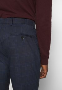 Selected Homme - MYLOLOGAN SUIT - Suit - navy blazer/brown - 9