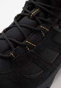 Jack Wolfskin - VOJO 3 TEXAPORE MID - Outdoorschoenen - black/burly yellow - 5