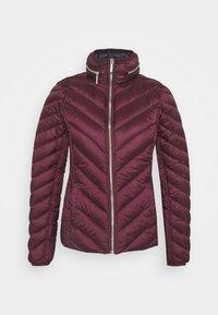 SHORT PACKABLE PUFFER - Down jacket - dark ruby