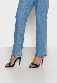 Missguided Petite - Straight leg jeans - blue - 3