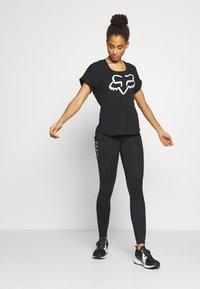 Fox Racing - RESPONDED V NECK - T-Shirt print - black - 1
