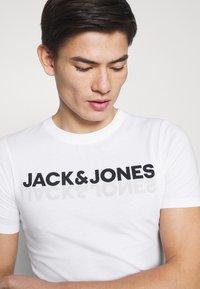 Jack & Jones - JACJONES LOUNGE TEE 3 PACK - Pyjama top - white/navy blazer/dark navy - 6