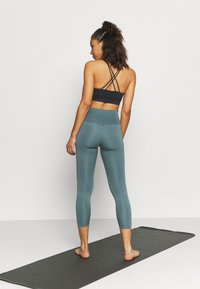 Nike Performance - THE YOGA 7/8 - Collants - hasta/dark teal green - 2