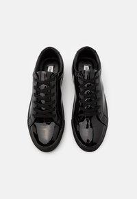 Steve Madden - COASTAL - Sneakersy niskie - black - 3