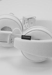 Urbanears - PLATTAN 2 BLUETOOTH - Auriculares - true white - 6