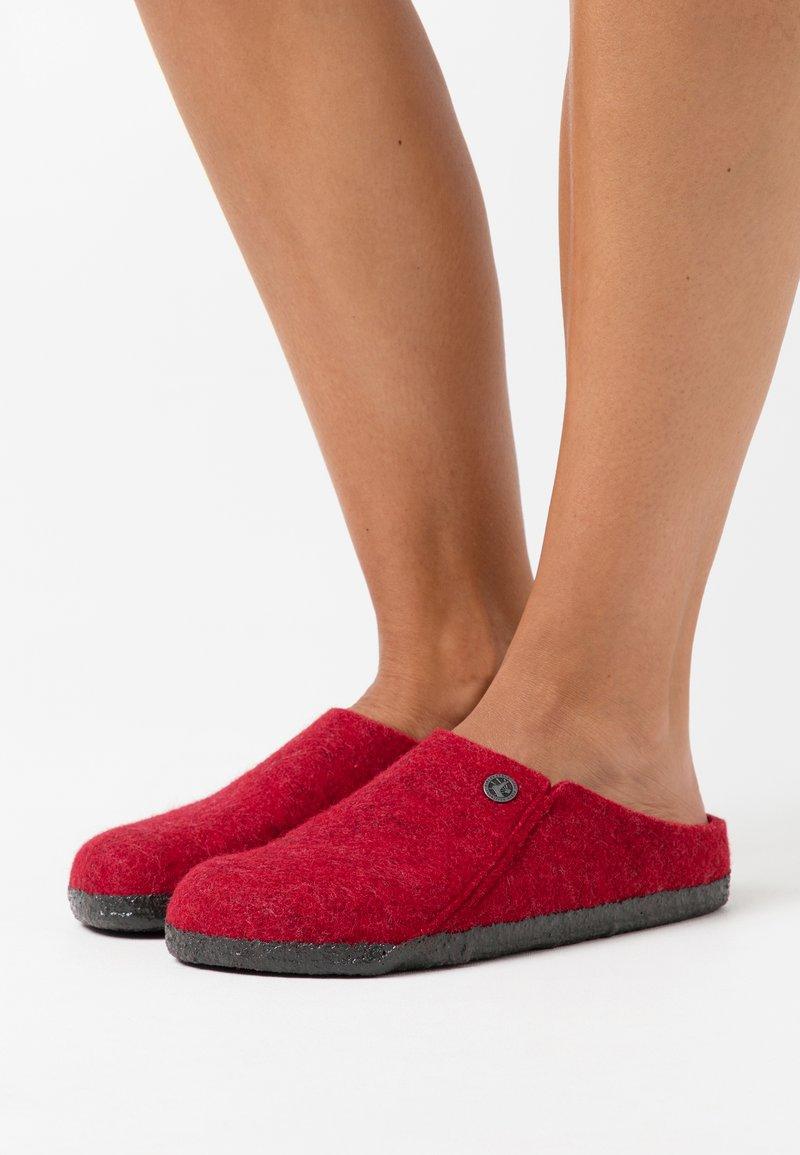 Birkenstock - ZERMATT RIVET - Domácí obuv - red
