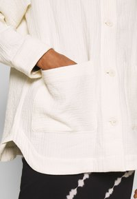 Weekday - CRYSTAL INDOOR JACKET - Summer jacket - off white - 4