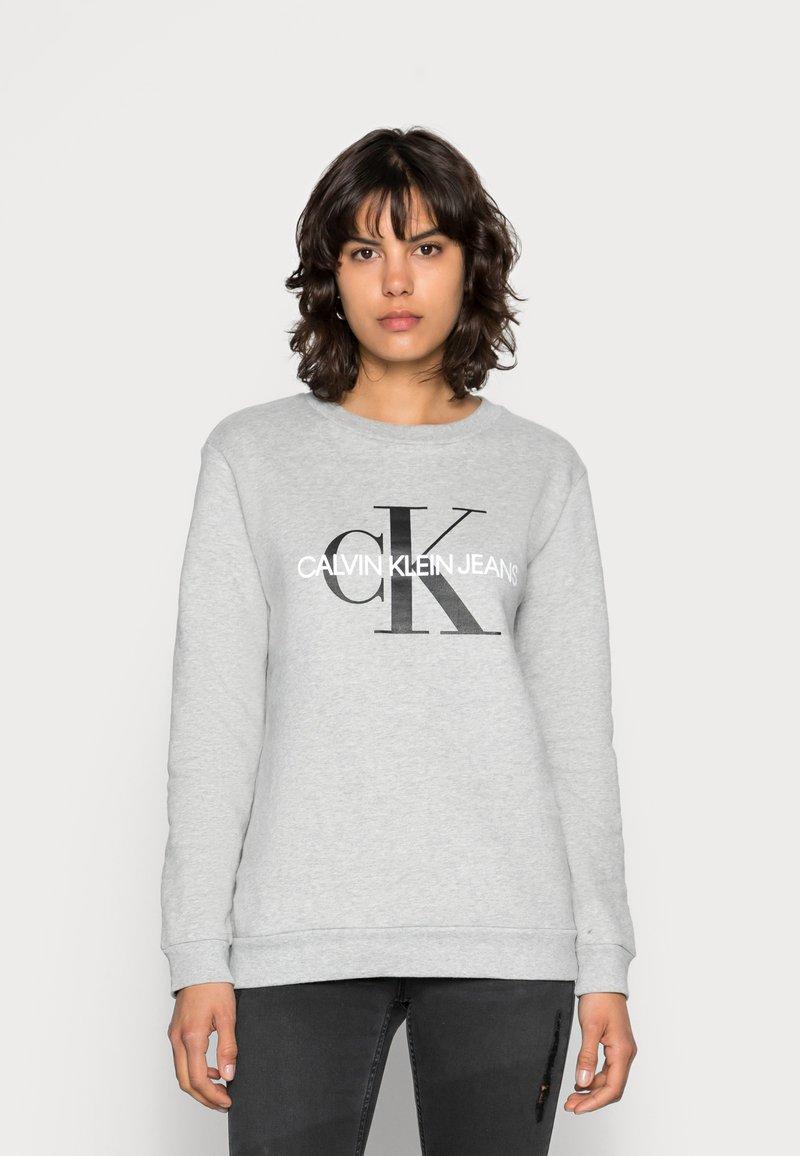 Calvin Klein Jeans - CORE MONOGRAM LOGO - Sweatshirt - light grey heather