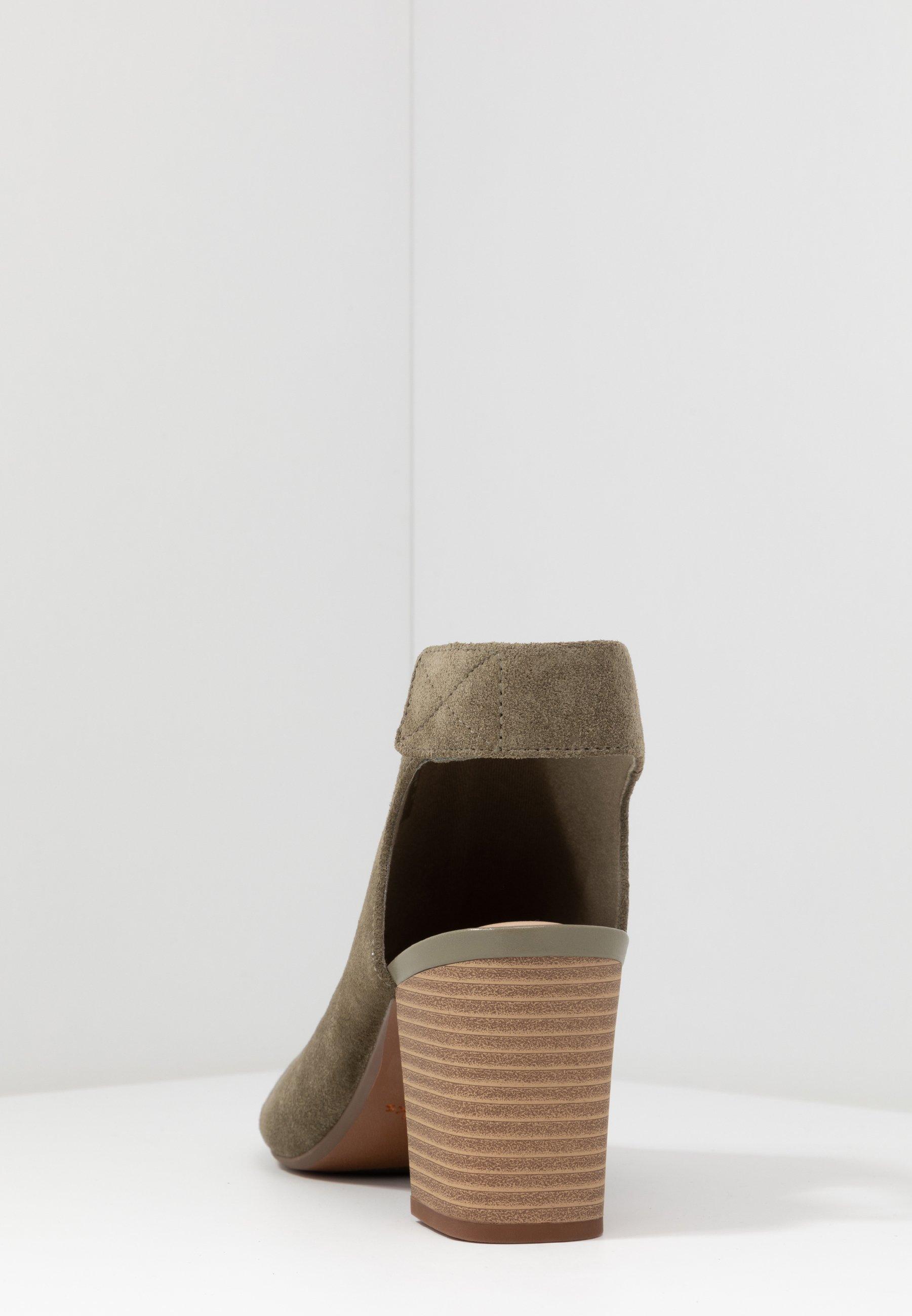 Clarks DEVA BELL - Sandaler med ankelstøtte - olive