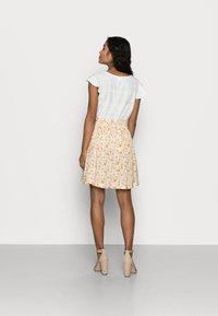 Selected Femme Petite - SLFMILLY SHORT SKIRT - Mini skirt - sandshell - 2