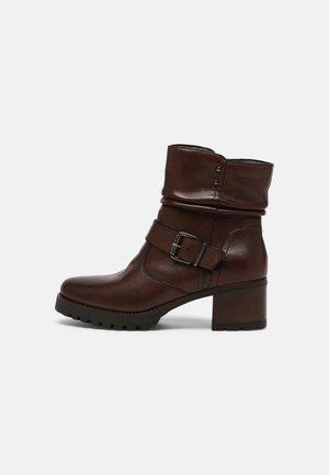 Kotníkové boty na platformě - maroon