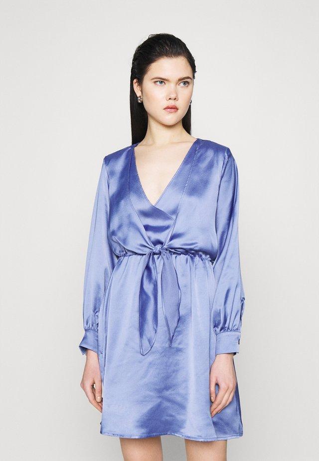 FRONT KNOT FLOWY MINI DRESS - Vestito estivo - blue