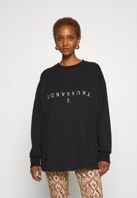 Trussardi - PORTRAIT PRINT - Sweatshirt - black - 0