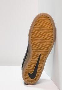 Nike SB - PORTMORE II SOLAR - Obuwie deskorolkowe - black/light brown/dark grey - 4