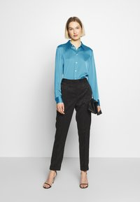 Strenesse - BLOUSE - Button-down blouse - blue - 1
