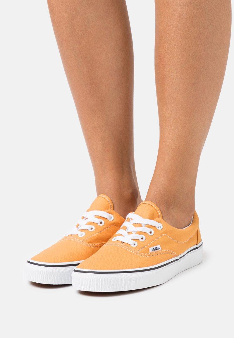 Vans - ERA - Trainers - golden nugget/true white