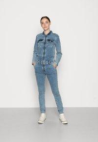 ONLY - ONLCALLI JUMPSUIT - Jumpsuit - light blue denim - 0