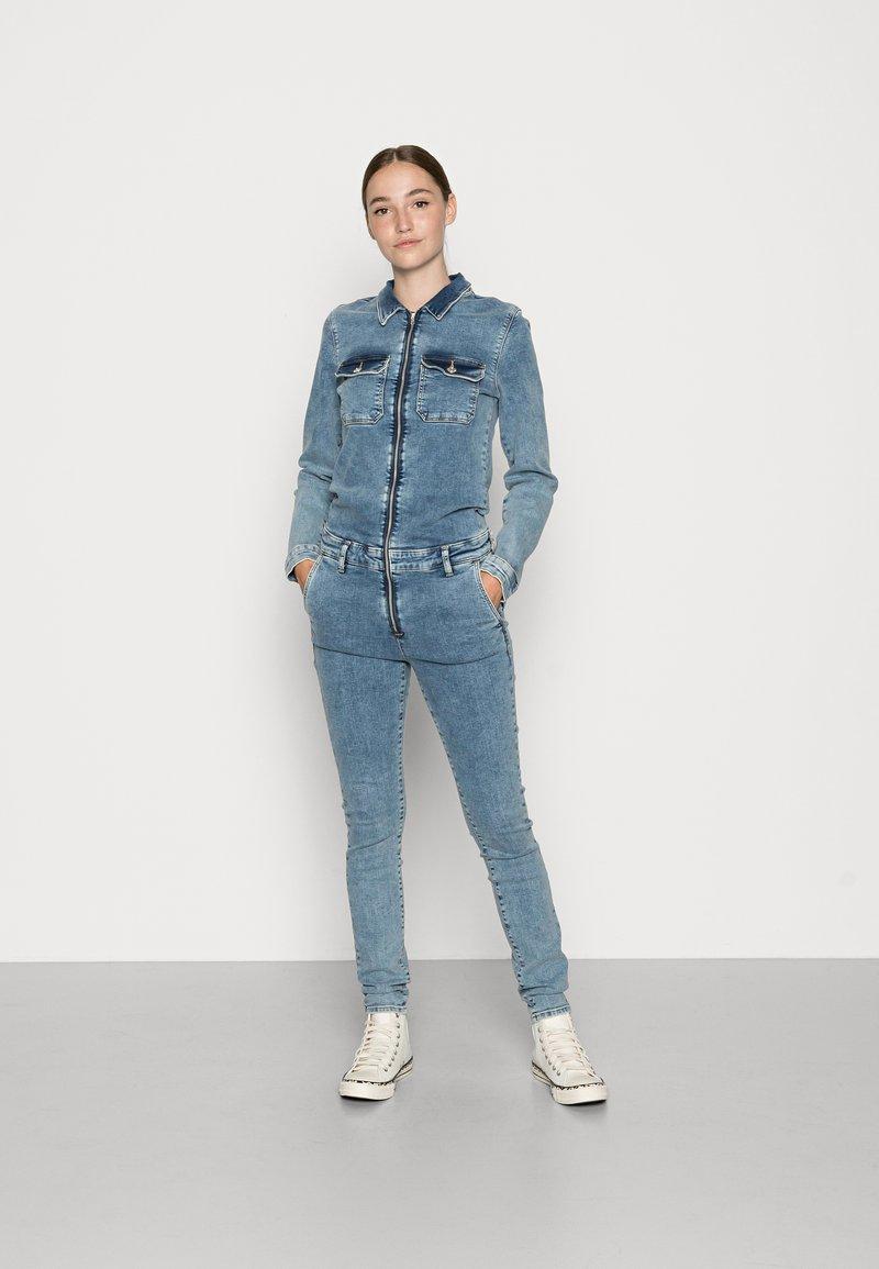 ONLY - ONLCALLI JUMPSUIT - Jumpsuit - light blue denim