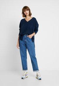 Tommy Jeans - SIDE SLIT V NECK - Pullover - black iris - 1