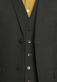 Isaac Dewhirst - SINGLE BREASTED SUIT - Kostym - green - 10