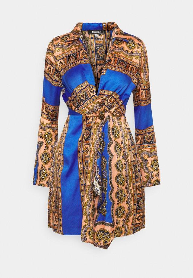 KNOT FRONT SCARF PRINT DRESS - Day dress - blue