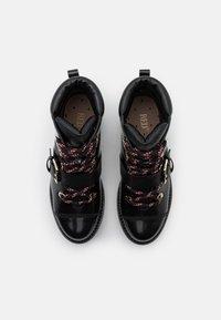 Red V - COMBAT BOOT - Kotníkové boty na platformě - nero - 4